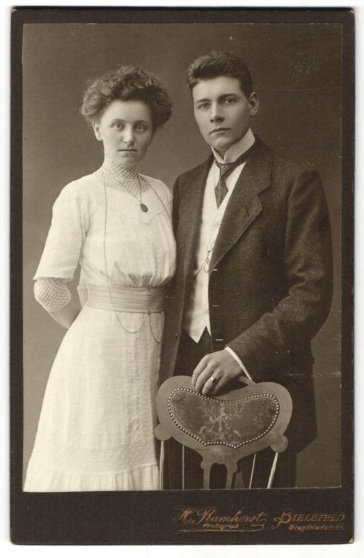 Fotografie H. Ramhorst, Bielefeld, Portrait junges gutbürgerliches Paar
