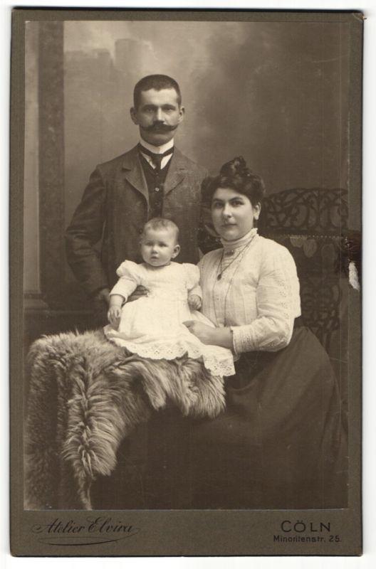 Fotografie Atelier Elvira, Cöln, Portrait bürgerliches Paar mit Kind