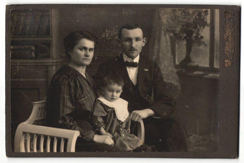 Fotografie Albin Zeidler, Kirchberg i/S, Portrait Paar mit Kleinkind