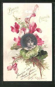 Künstler-AK Catharina Klein: Bonne Année, Kinderportrait vor Blumenstrauss
