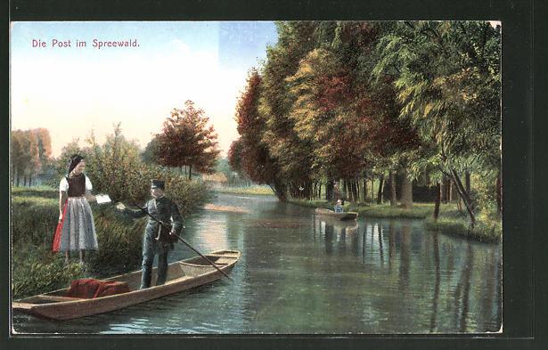 AK Postbote bringt die Post im Spreewald über einen Spreewaldkahn