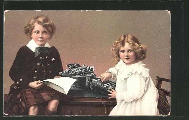 AK Kinder spielen an der Schreibmaschine