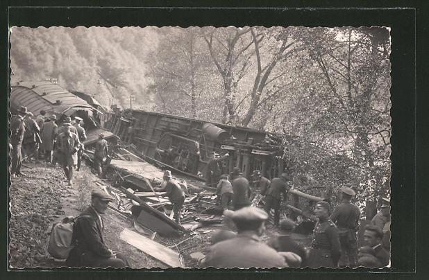 AK Umgestürzte und zerstörte Wagons nach der Eisenbahnkatastrophe