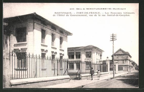 AK Fort de France, Les Nouveaux bâtiments de l'Hôtel du Gouvernement, vue de la rue Admiral-de-Gueydon