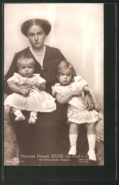AK Prinzessin Heinrich XXXIII. von Reuss mit ihren beiden Kindern