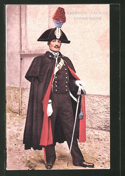 AK Ein italienischer Polizist in seiner Uniform mit Säbel, Carabiniere