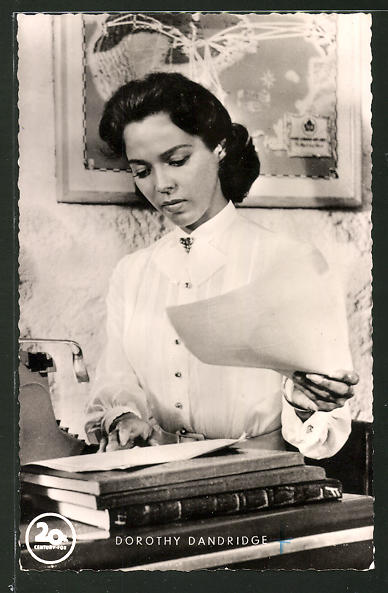 AK Schauspielerin Dorothy Dandridge liest einen Brief