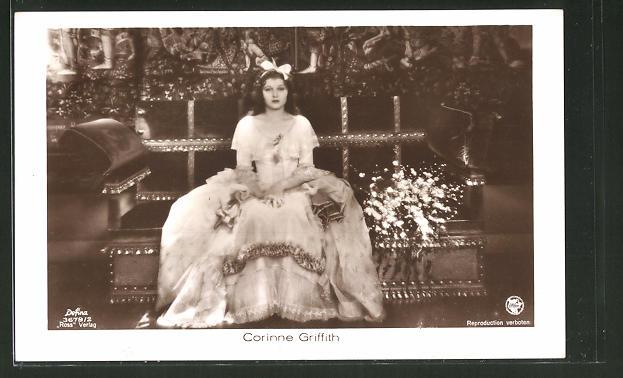 AK Schauspielerin Corinne Griffith, Portrait der Schauspielerin im Kleid
