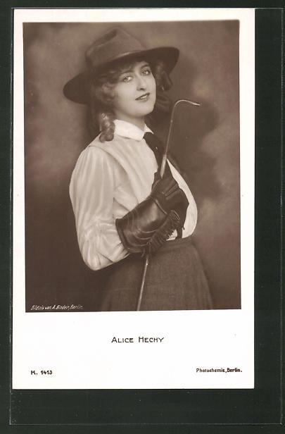 AK Schauspielerin Alice Hechy mit Hut und Eisenstange