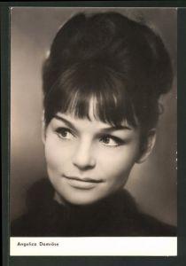 AK Schauspielerin Angelica Domröse zur Seite blickend