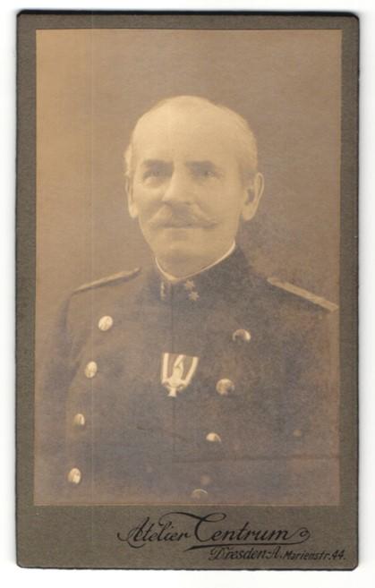 Fotografie Atelier Centrum, Dresden, Portrait Österreichischer Offizier in Uniform mit Orden