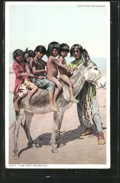 AK Hopi-Indianerkinder reiten auf einem Esel