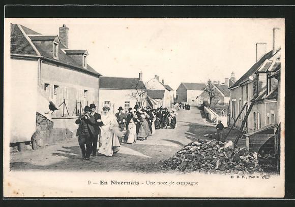 AK En Nivernais, Une noce de campagne, Hochzeitszug durch den Ort, Burgund / Bourgogne