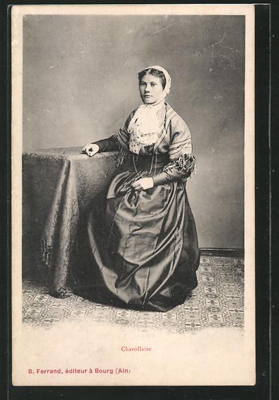 AK Burgund / Bourgogne, Charollaise, Frau in Tracht am Tisch sitzend