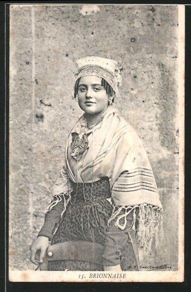AK Portrait einer Dame in Tracht, Brionnaise