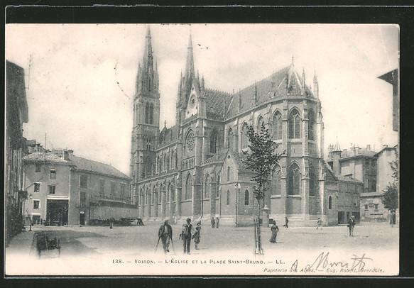 AK Voiron, l'église et la place Saint-Bruno