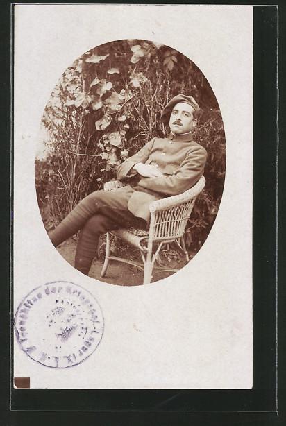 Foto-AK Portrait Alpenjäger in Uniform auf Stuhl sitzend