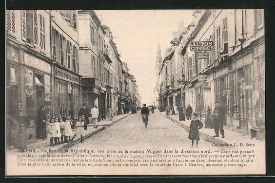 AK Sens, La Rue de la République, vue prise de la maison Miguet dans la direction nord