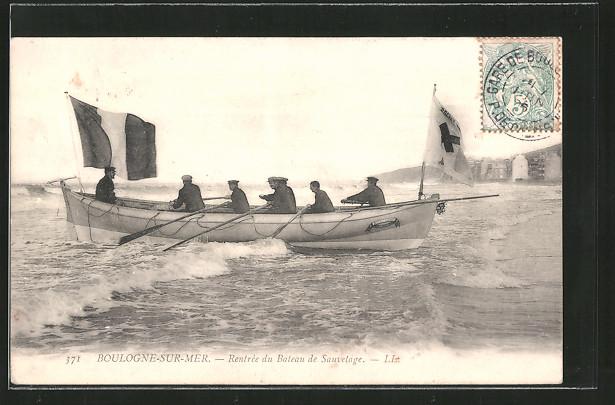 AK Boulogne-sur-Mer, Rentrée du Bateau de Sauvetage, Seenotrettungsboot am Strand