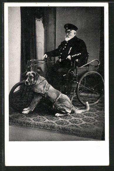 AK alter Herr mit nur einem Bein sitzt in einem Hundegespann