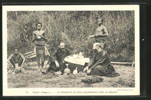 AK Madagascar, Frique, La rencontre de deux missionnaires dans la brousse, Missionare, afrikanische Volkstypen