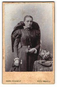 Fotografie Karl Posselt, Ried, Portrait Dame in Tracht