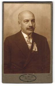 Fotografie Fritz Moritz, Passau, Portrait älterer Herr mit Schnauzbart