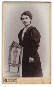 Fotografie Wertheim, unbekannter Ort, Portrait junge Dame mit Hochsteckfrisur