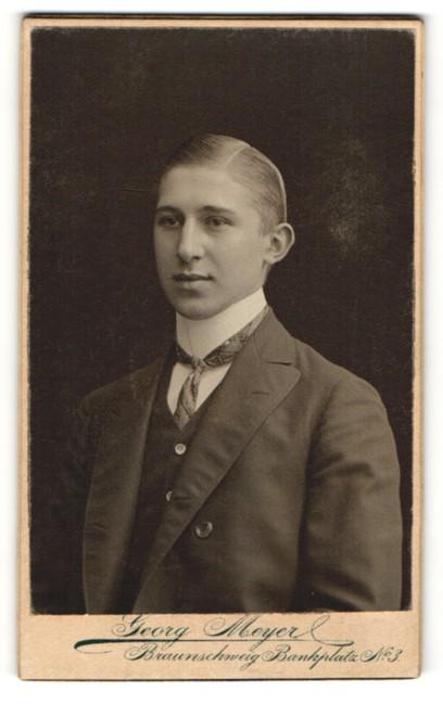 Fotografie Georg Meyer, Braunschweig, Portrait Georg Meyer, Knabe in Anzug