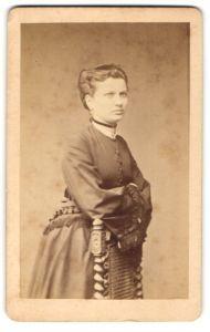 Fotografie H. Burghard, Luckau N/L, Portrait bürgerliche junge Dame