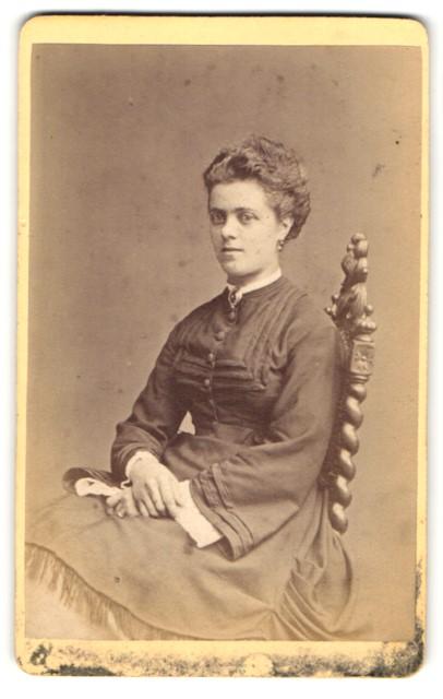 Fotografie Otto Reitmayer, München, Portrait junge Dame mit Hochsteckfrisur
