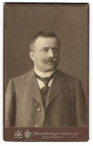 Fotografie Alfred Hirrlinger, Stuttgart, Portrait Herr mit Oberlippenbart