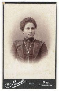 Fotografie Karl Posselt, Ried, Portrait junge Dame mit dunklem Haar