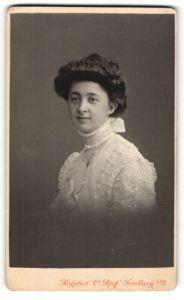 Fotografie C. Ruf, Freiburg i/B, Portrait junge Dame mit Hochsteckfrisur