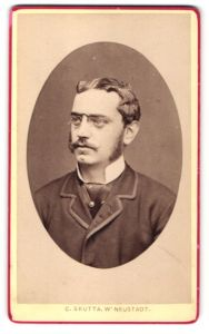 Fotografie C. Skutta, Wiener Neustadt, Portrait Ernst Ritter von Selig, österr. Beamter, Wiener Neustadt, 1880