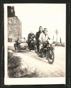 Fotografie Motorrad NSU-D-RAD & NSU-601 TS mit Seitenwagen, Männer mit Krad während einer Ausfahrt