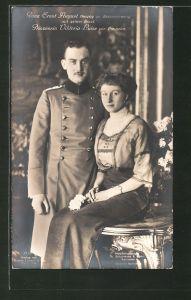 AK Prinz Ernst August Herzog von Braunschweig im Soldatenmantel mit seiner Braut Prinzessin Viktoria Luise
