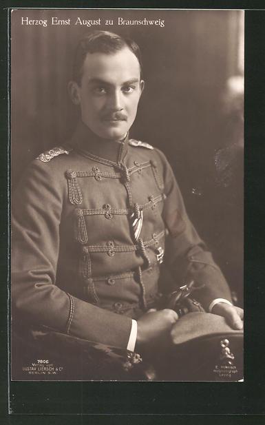 AK Ernst August Herzog von Braunschweig in Uniform sitzt in einem Stuhl