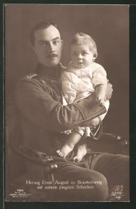 AK Ernst August Herzog von Braunschweig in Uniform mit seinem jügnsten Sohn