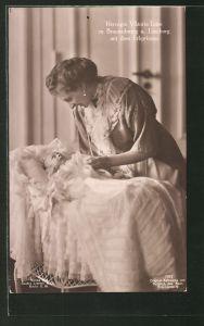 AK Victoria Louise Herzogin von Braunschweig mit dem Erbprinzen im Kinderbett