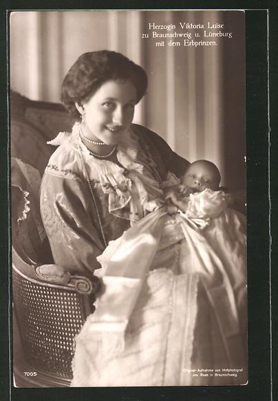 AK Herzogin Victoria Louise Herzogin zu Braunschweig mit dem Erbprinzen
