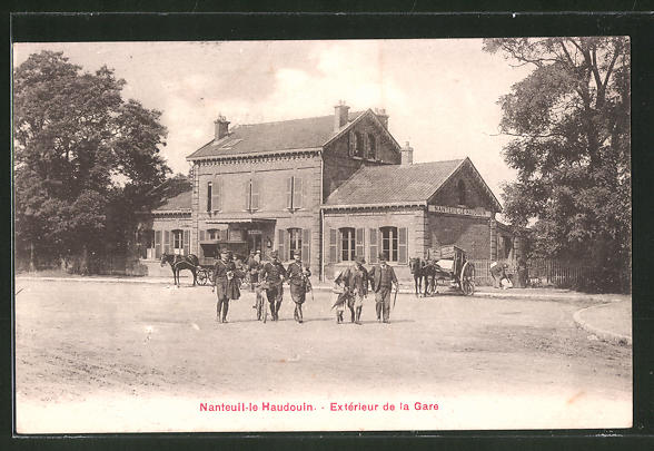 AK Nanteuil-le-Haudouin, extérieur de la gare