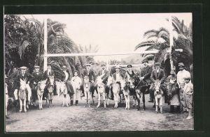 Foto-AK Herren und eine Dame reiten auf Eseln