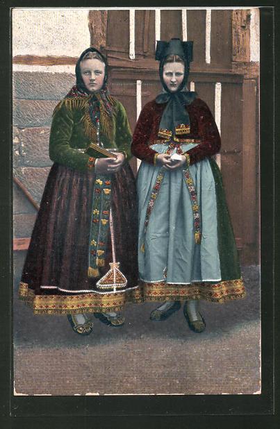 AK Hessische Trachten, Hessenmädchen zur Kirche gehend
