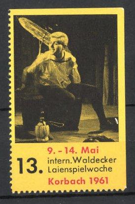 Reklamemarke Korbach, 13. Int. Waldecker Laienspielwoche 1961, Schauspieler auf der Bühne