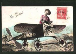 AK Mädchen sitzt auf einem Flugzeug, Fotomontage