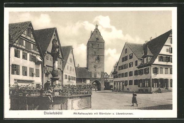 AK Dinkelsbühl, Rathausplatz mit Wörnitzer Tor und Löwenbrunnen