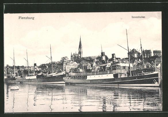 AK Flensburg, Innenhafen mit Dampfern