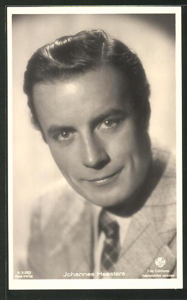 AK Schauspieler Johannes Heesters lächelnd im Anzug porträtiert