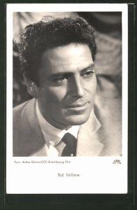 AK Schauspieler Raf Vallone im Anzug posierend